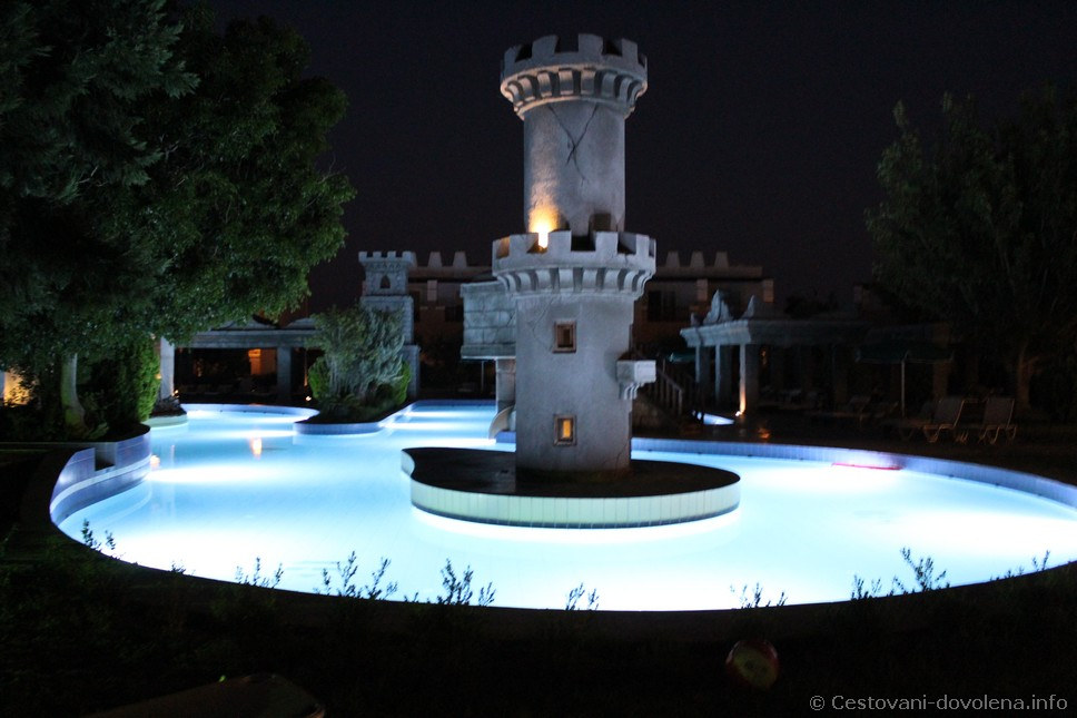 Gaia Royal - bazénový komplex